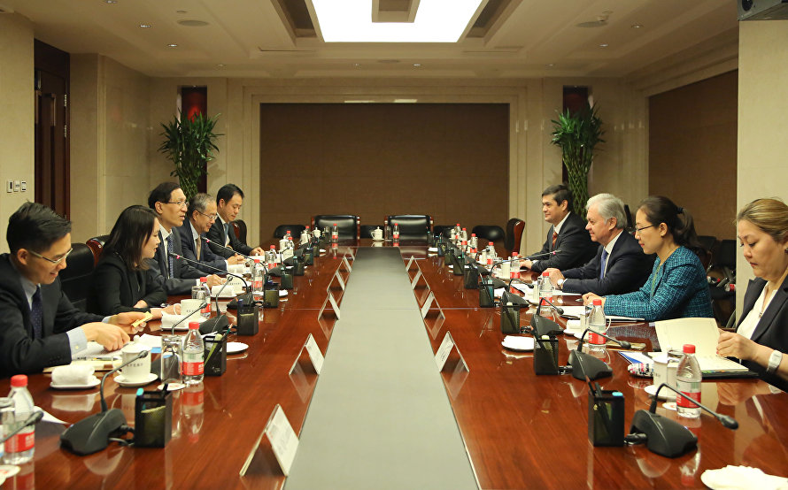 SCO Secretary-General Rashid Alimov's meeting with the President of the China Development Bank Zheng Zhijie