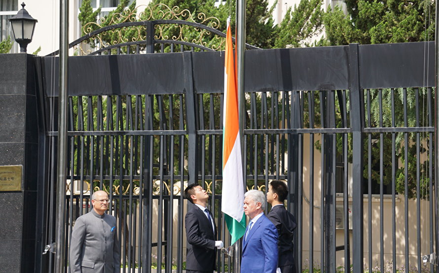 The ceremony of raising the state flags of the two new SCO member states, the Republic of India and the Islamic Republic of Pakistan