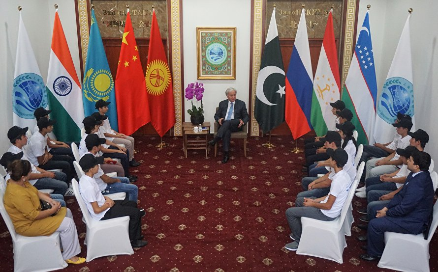 Students from Tajikistan's boarding schools visited SCO Headquarters