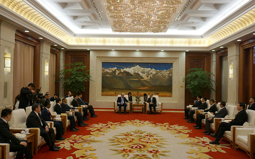 The meeting with leaders of Yunnan Province