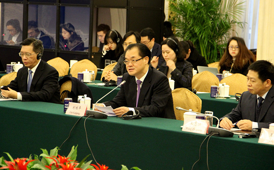Participants in Chongqing and SCO Countries roundtable discuss