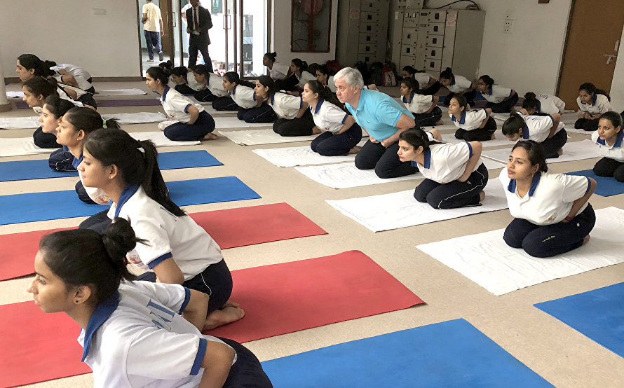 SCO Secretary-General visits yoga centre in New Delhi