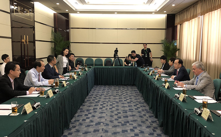 The meeting with Vanke Group President Zhu Jiusheng and leading corporate managers in Shenzhen