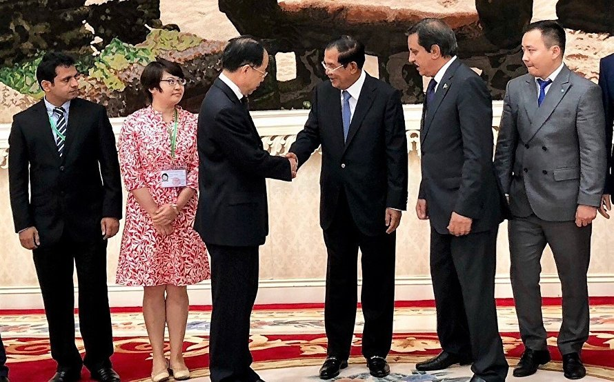 SCO Mission Chair Wang Kaiwen met with the leader of the ruling party and Prime Minister of Cambodia Hun Sen