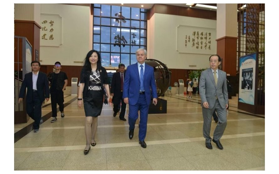 SCO Secretary-General Rashid Alimov met with senior executives of Shanghai University of Political Science and Law