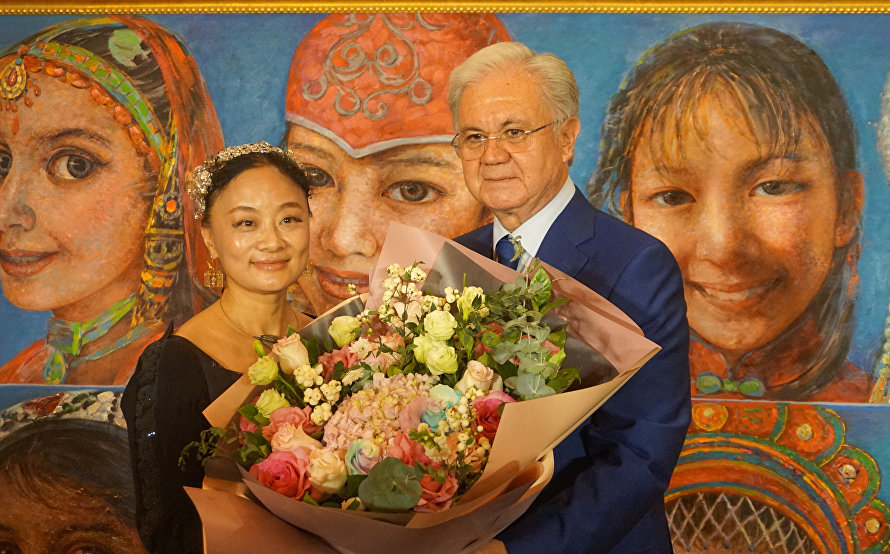 An exhibit of paintings by noted Chinese artist Yan Yaya