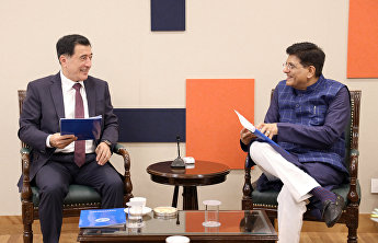 SCO Secretary-General meets with Indian minister of commerce and industry, railways
