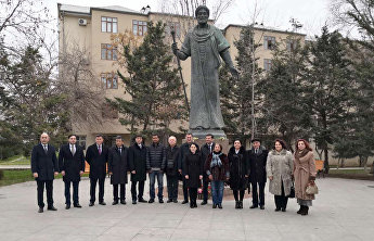 SCO delegation lays flowers at Alisher Navoiy monument