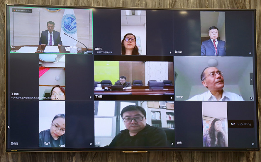 Video conference with Chinese analysts and experts