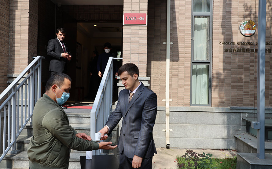 The SCO Observer Mission visits Polling Station No. 3 at the Embassy of Tajikistan in Beijing