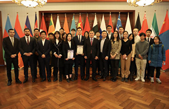 SCO Secretary-General presents certificates to Model SCO winners